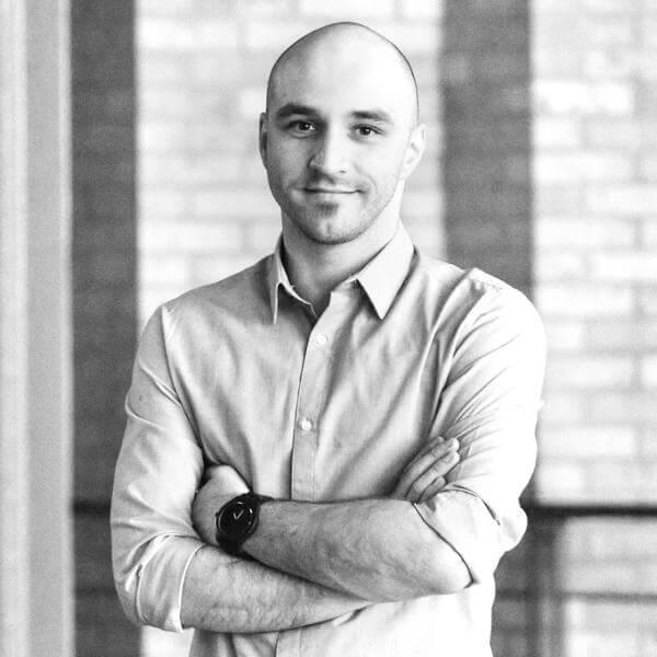 Potozky László profilfotó online marketing szövegírás
