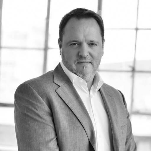 Dr. Kádas Péter, a 7 Digits B2B ügynökség alapító partnere, Golden Blog díjas szerző, online marketing szakember